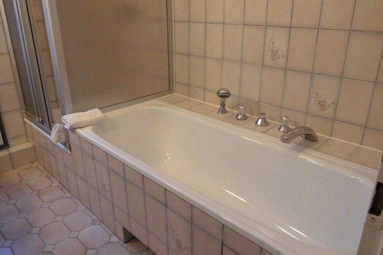 Hotel Pension Fasanenhaus: Vasca da bagno
