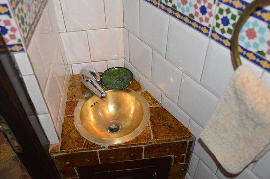 Dar Daif : Magnifique évier fait main