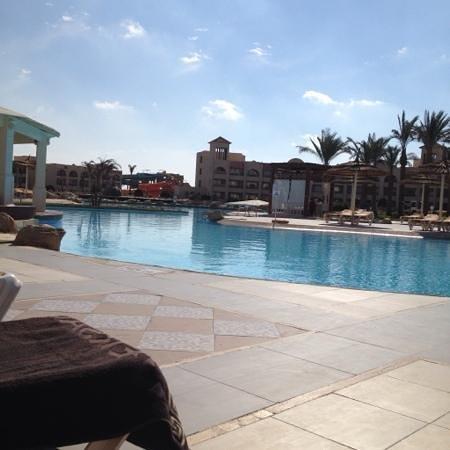 Tirana Aqua Park Resort : very clean top pool and bar