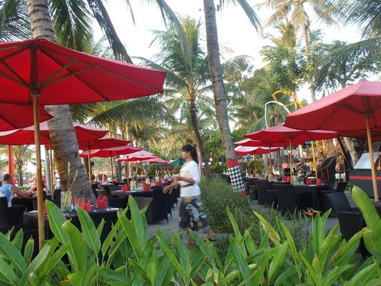 Legian Beach Hotel : Outside restuarant