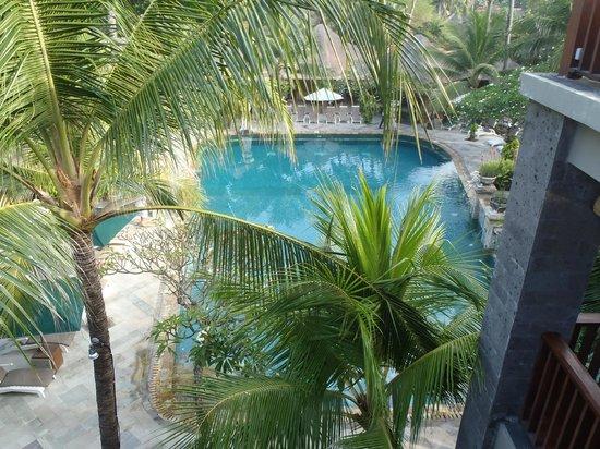 Legian Beach Hotel: Pool view from Breakfast area