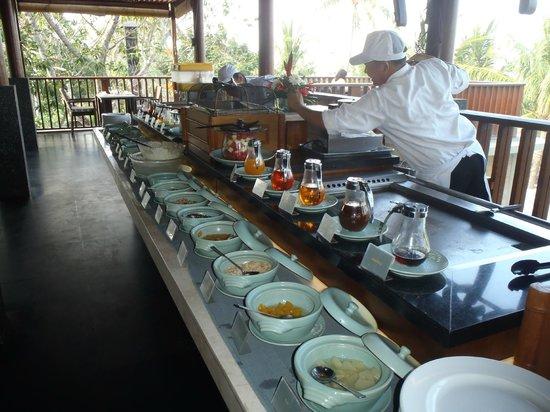 Legian Beach Hotel: Pancake adn waffle bar at Breakfast time