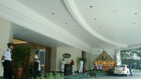 The Oberoi, Bengaluru: Grand Entrance