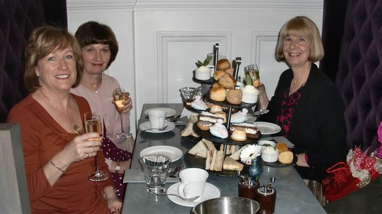 Tellers Bar & Brasserie at the Corinthian Club: Three happy Girls!