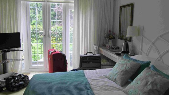 The Avenue Bed and Breakfast: one of the rooms - one with balcony