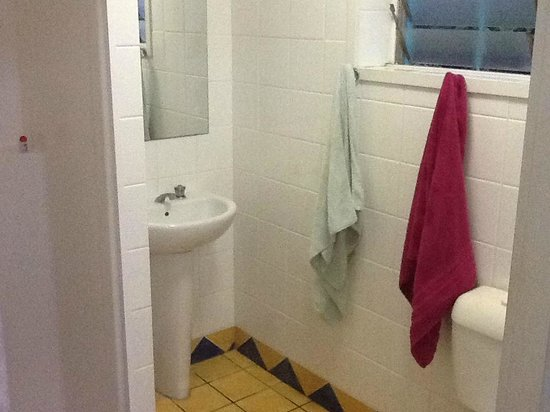 Caravella Backpackers: douche lavabo wc