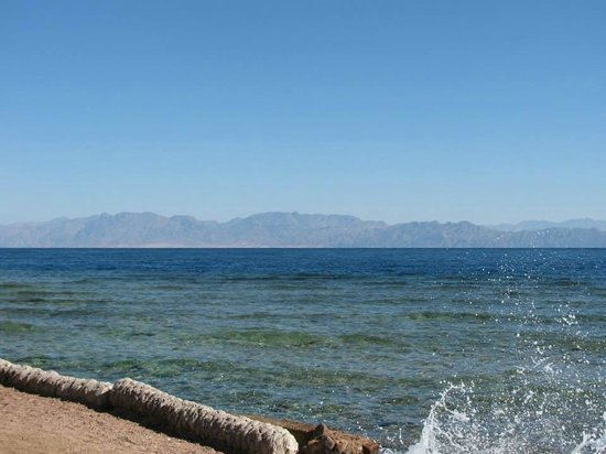 Big Blue Dahab : View of Saudi Arabia from the beach in front of Big Blue