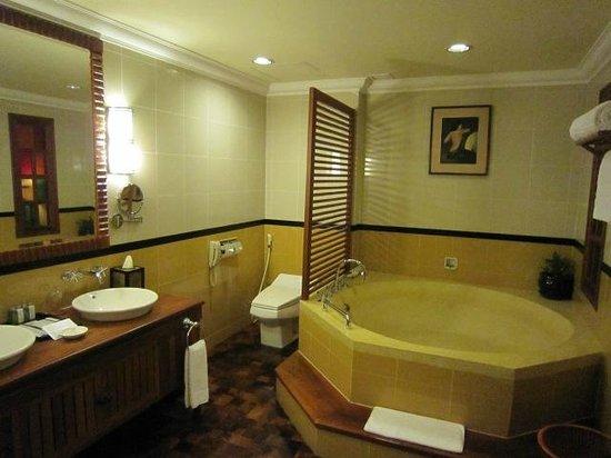 Sokha Angkor Resort: Bath