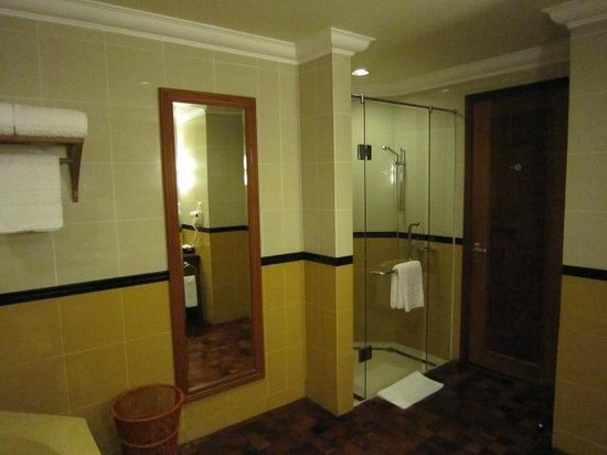 Sokha Angkor Resort: Shower