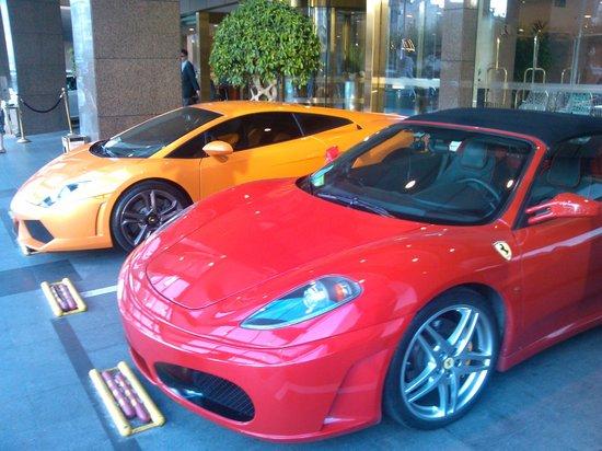 Jianguo Hotel: Davanti l'ingresso