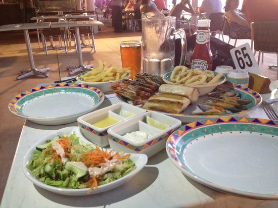 Yanuca Island, Fiyi: Seafood banquet at the Beach Bar and Grill