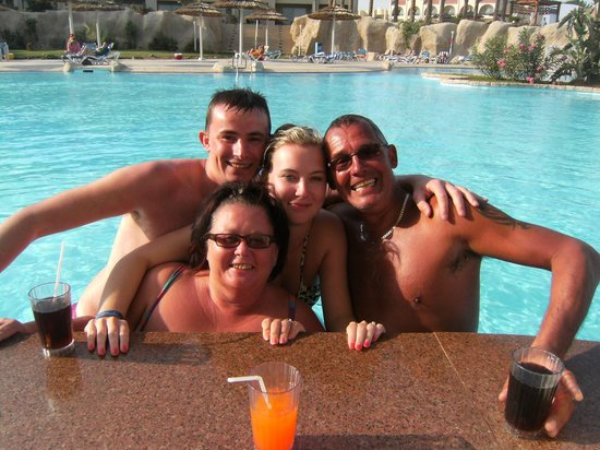 Tirana Aqua Park Resort : sitting in the pool