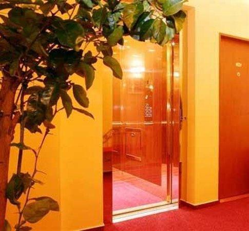 Hotel Palace: Hallway