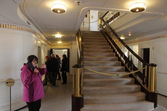 HMY Britannia: Лестница между палубами