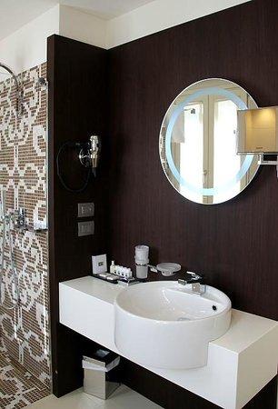 Hotel Moresco: The beautiful bathroom