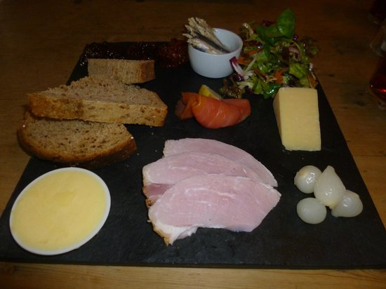 The Chetnole Inn: Ploughmans lunch