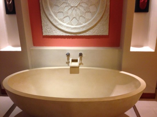 Rawai Palm Beach Resort: Vasca da bagno