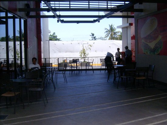 Jollibee: Outdoor Table area