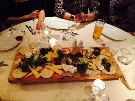 Pebble Beach Restaurant: Lovely cheese board