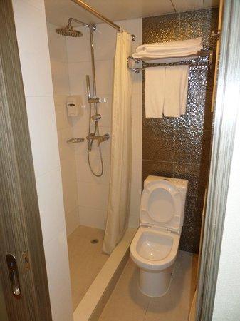 Silka Seaview Hotel: Bathroom