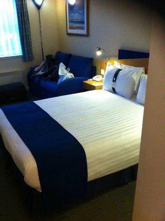 Holiday Inn Express Aberdeen City Centre: Cama