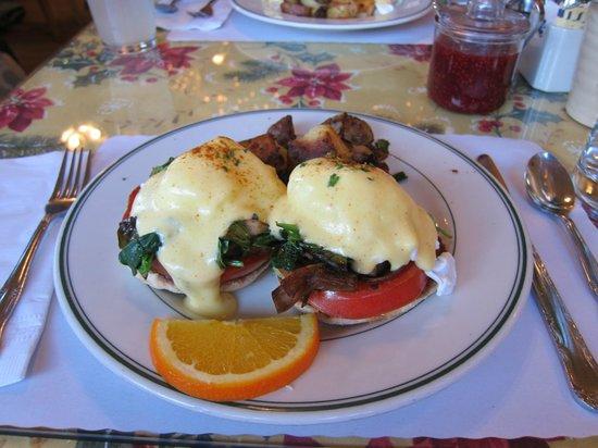 Mama's on Washington Square : Egg benedict
