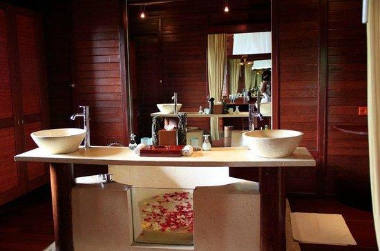 Kupu Kupu Barong Villas and Tree Spa: Bathroom