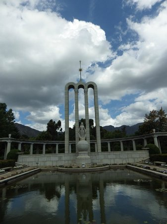 The Huguenot Memorial Monument: The Huguenot Monument