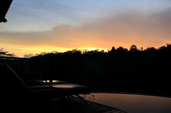Kupu Kupu Barong Villas and Tree Spa: Sunset from pool