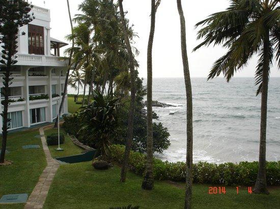 Mount Lavinia Hotel: вид с балкона