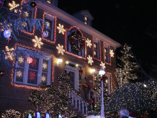 NYSee Tours : Christmas Lights at Dyker Heights, Brooklyn