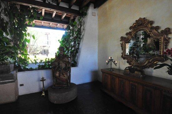 Casa Santo Domingo: Detalles de los pasillos del Hotel