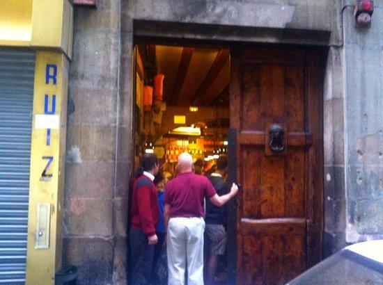 Can Paixano (La Xampanyeria): Hålet i väggen
