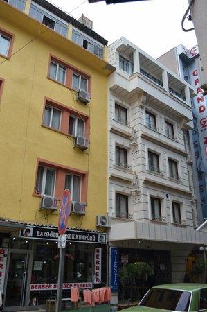 Guzel Izmir Oteli: The Guzel Izmir Hotel is the white building to the right.