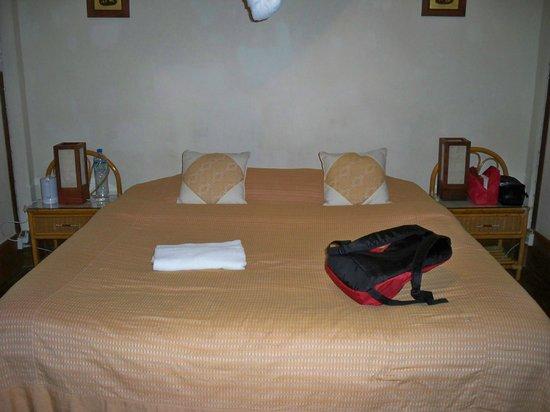 Auberge Sala Inpeng (Mekong Riverside Inn): grand lit