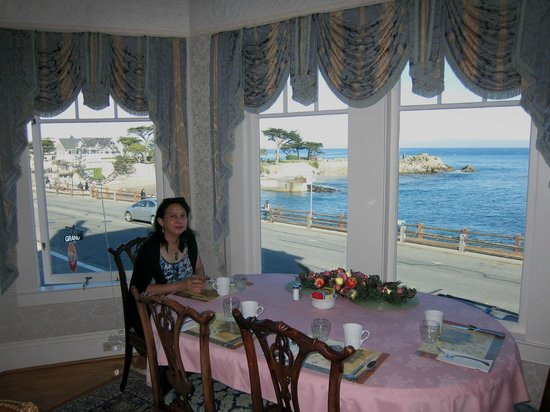 Seven Gables Inn: Breakfast view of Lovers Point