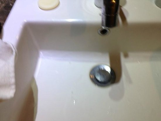 Hotel Horison Seminyak : sink unclean