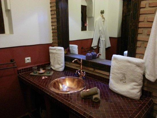 Riad Charme d'Orient: Bathroom (Ayoub)