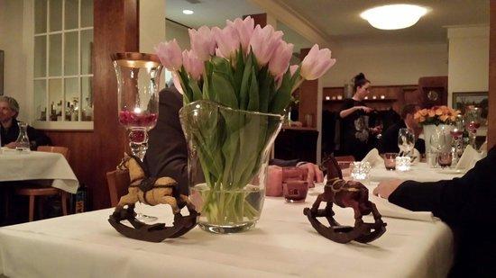 Restaurant Weisses Rössli: Restaurantdeko, liebevoll und stilvoll eingerichtet