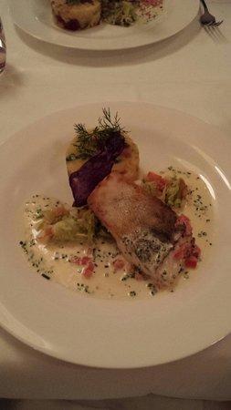 Restaurant Weisses Rössli: Hauptspeise Zanderfilet - absolut zu empfehlen