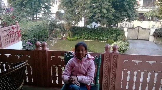 Rawla Rawatstar: Front lawn