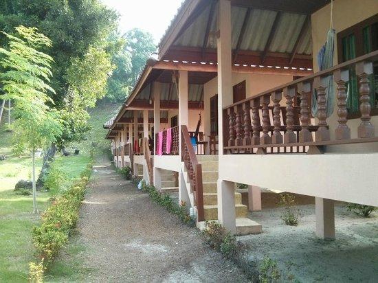 The Smile Hinkong Resort: Bugalows bien alignés