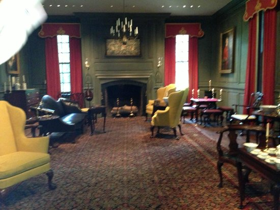 Winterthur Museum, Garden & Library : A sitting room--people actually sat there--notice no TV!