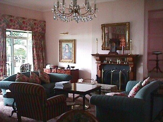 Sherwoods Country House: Main house lounge