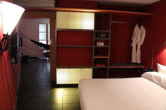 Casa Camper Hotel Barcelona: ベッドルーム