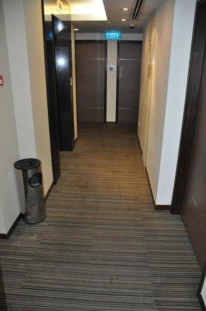 Aqueen Hotel Balestier: Hallway