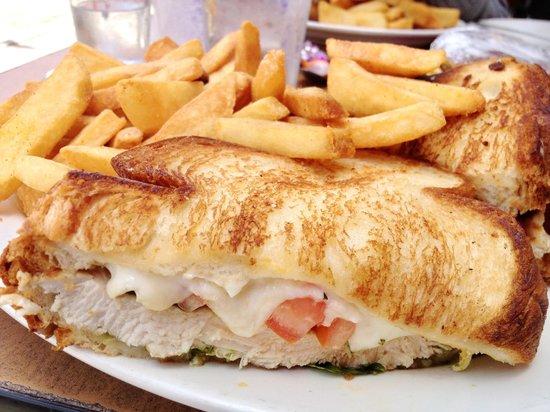 The Griddle Cafe : 青醬雞肉三明治