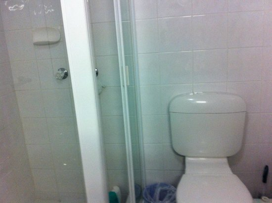 Moorings on Cavill Avenue : Our Bathroom