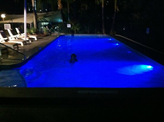Moorings on Cavill Avenue: Pool at night
