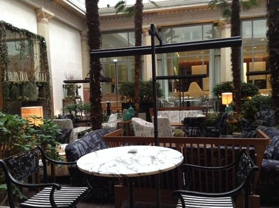 Prince de Galles Hotel: winter garden at Prince de Galles
